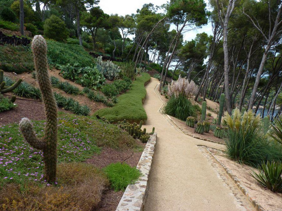 Au cactus francophone jardin botanique de cap roig for Jardines cap roig